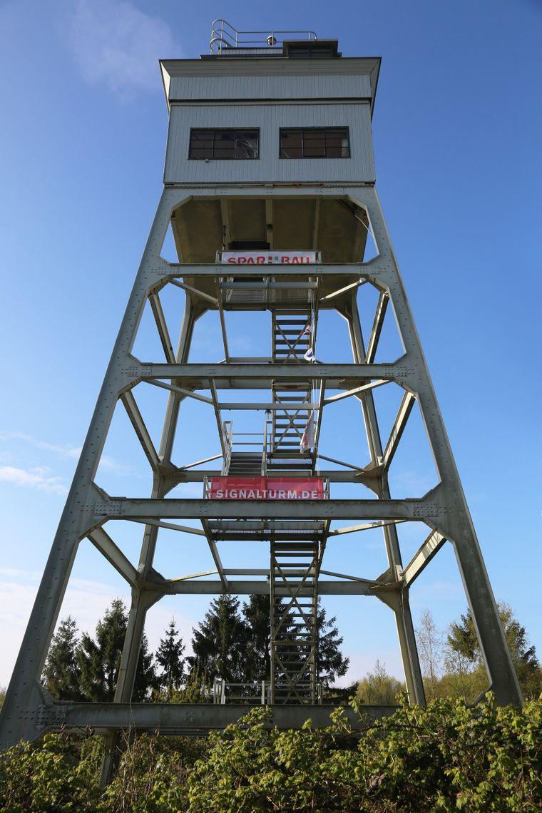 Vom Signalturm Wilhelmshaven bietet sich den Übernachtungsgästen ein sehenswerter Panormablick.