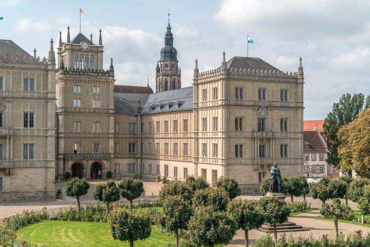 Das Schloss Ehrenburg in Coburg in Bayern gehört zu den Top-Sehenswürdigkeiten der Stadt.