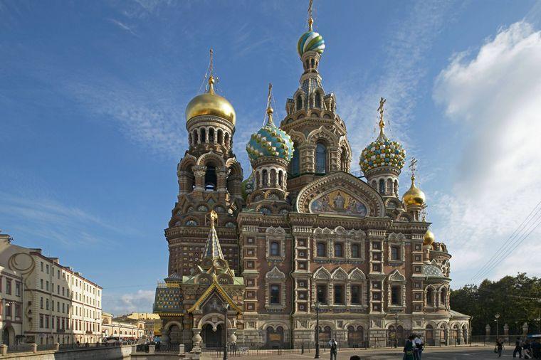 Die Blutskriche im russischen St. Petersburg wird auch Auferstehungskirche oder Erlöserkirche genannt.