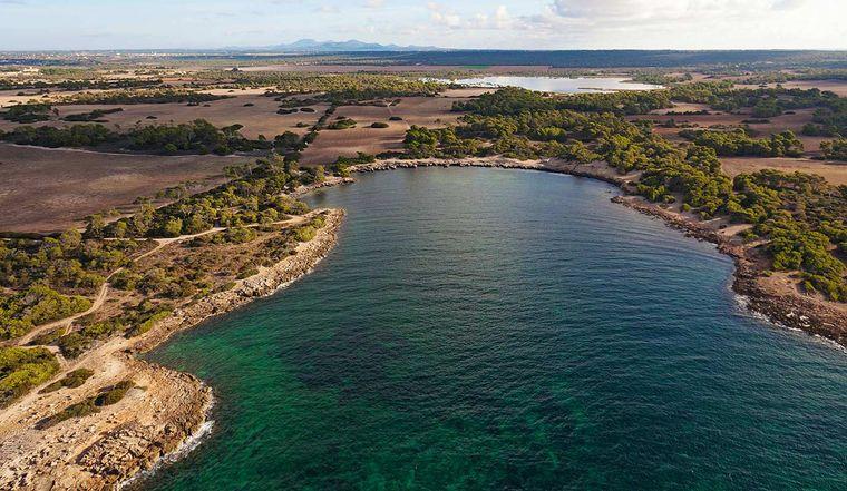 Die Cala en Tugores ist sieben Kilometer von ses Salines entfernt und mit Platja d'es Caragol der südlichste Strand Mallorcas.