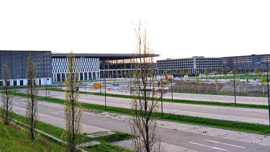 Noch ist der Flughafen BER nicht eröffnet – und schon wird ein zweites Terminal gebaut. Die Betreiber möchten auf den Ansturm der Fluggäste vorbereitet sein.