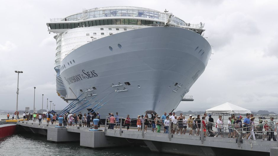 "Die ""Symphony of the Seas"" beim Halt in San Juan."