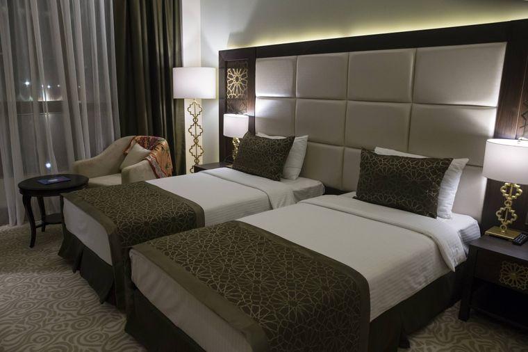 Auch wenn sie adrett aussehen, Überdecke und Kissen ohne Bezug werden in Hotels nur selten gereinigt.