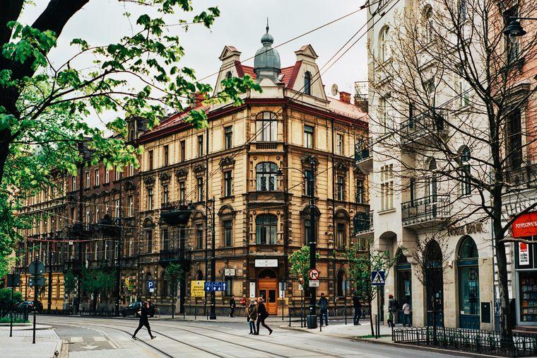 Platz 3: Krakau. In der Stadt im Süden von Polen zahlst du im Schnitt 26,31 US-Dollar (etwa 22,68 Euro) pro Tag für den Aufenthalt.