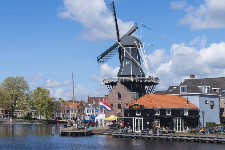 """Die Windmühle """"De Adriaan"""" in Haarlem solltest du dir nicht entgehen lassen."""