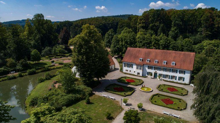 Hier befindet sich der Kurpark Rittergut in Bad Holzhausen.