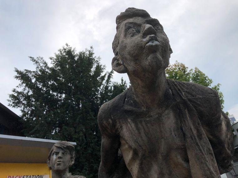"""Die Skulpturengruppe ,,Kischsteinspucker""""."""