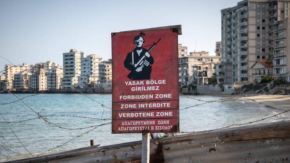Warnschild in Varosha auf Zypern.