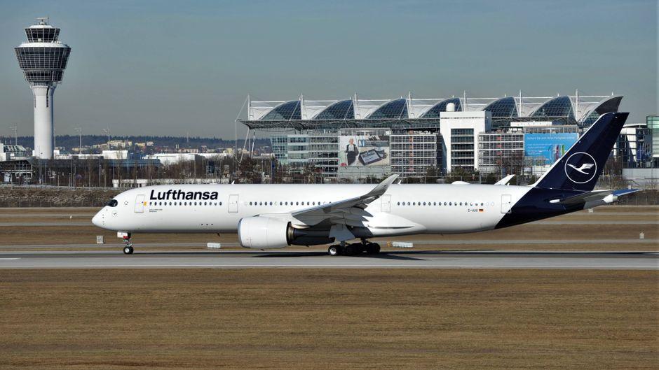 """Die neue Lackierung der Lufthansa ist in einem einfachen Weiß gehalten – bis auf ein paar blaue Details wurde nur """"Eurowhite"""" verwendet."""