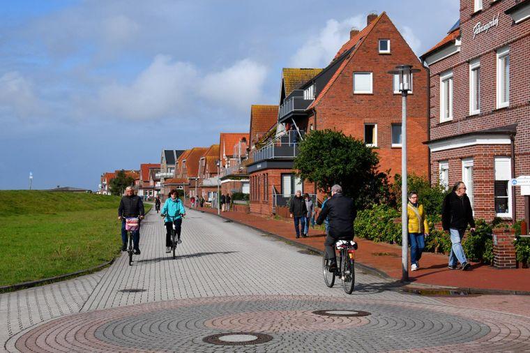 Juist ist eine autofreie Insel – perfekt für eine Fahrradtour!