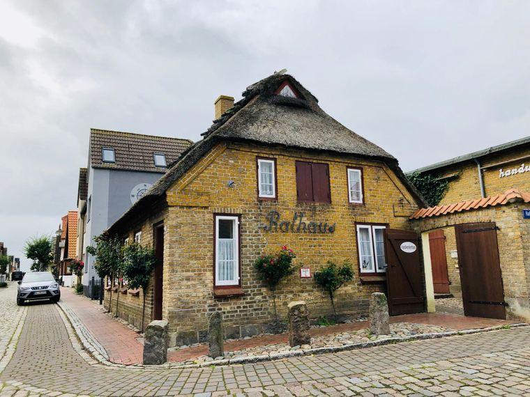 Beschaulich: Maasholms Rathaus ist von 1805.