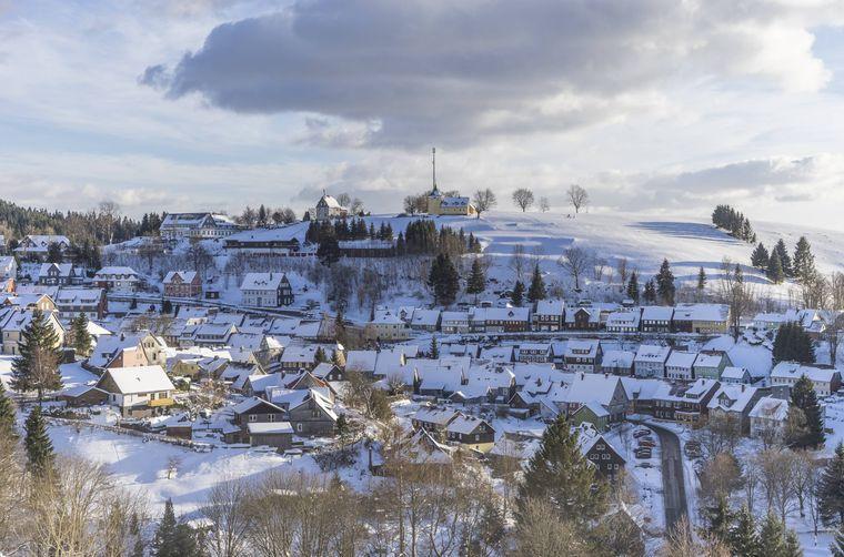 Sankt Andreasberg ist Ausgangspunkt für eine winterliche Wanderung zum Oderteich im Oberharz.