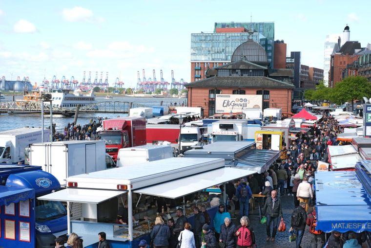 Ein Besuch des Fischmarkts gehört in Hamburg einfach dazu.
