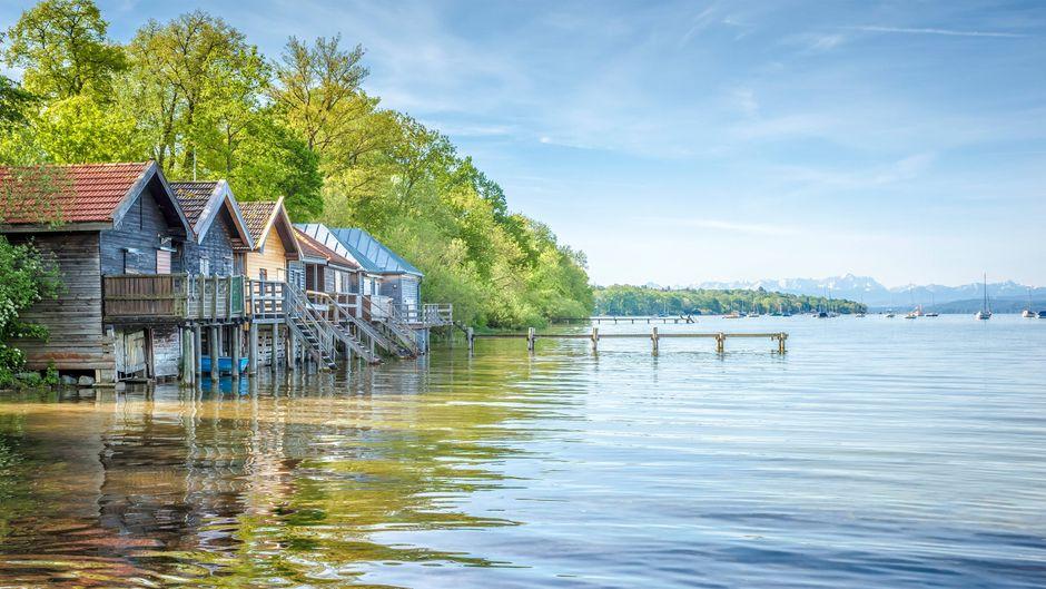 Blick vom Ortsteil Stegen auf den Ammersee, Bayerns drittgrößten See.