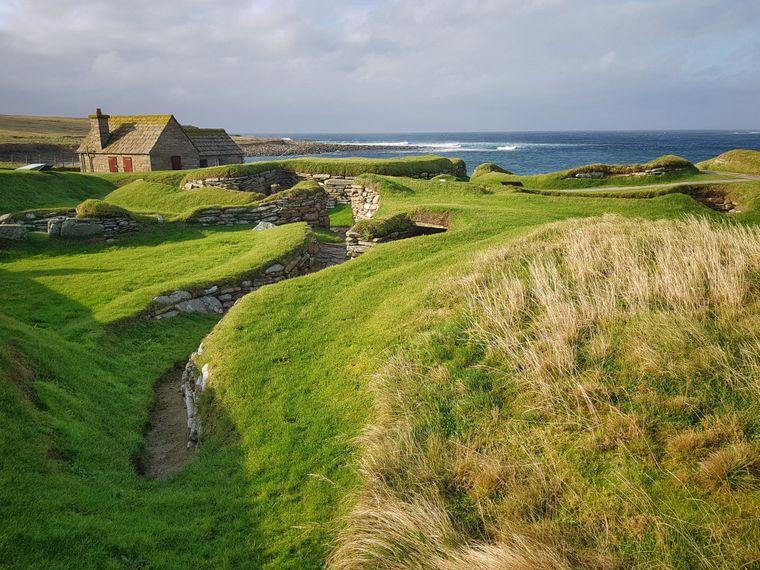 Skara Brae im Westen Mainlands, eine bei Ausgrabungen entdeckte vorzeitliche Siedlung, hat nur noch Museumscharakter.