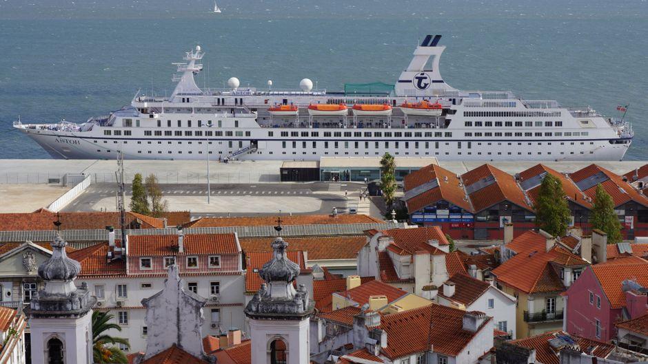 Blick von der Altstadt Lissabons auf die Astor.
