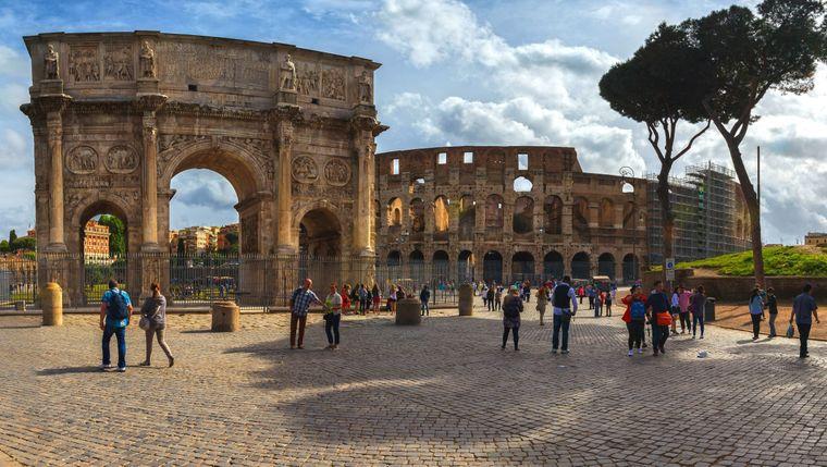 Das Kolosseum in Rom diente einst einem sozialpolitischen Zweck. Die Römer sollten mit Brot und Spielen bei Laune gehalten werden. Heute ist es ein beliebtes Touristenziel.