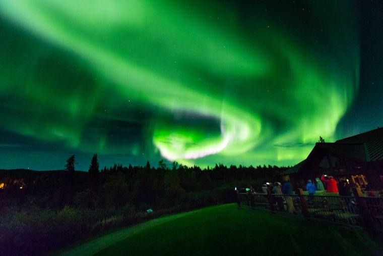 Die Aurora borealis ist in Alaska zu sehen.