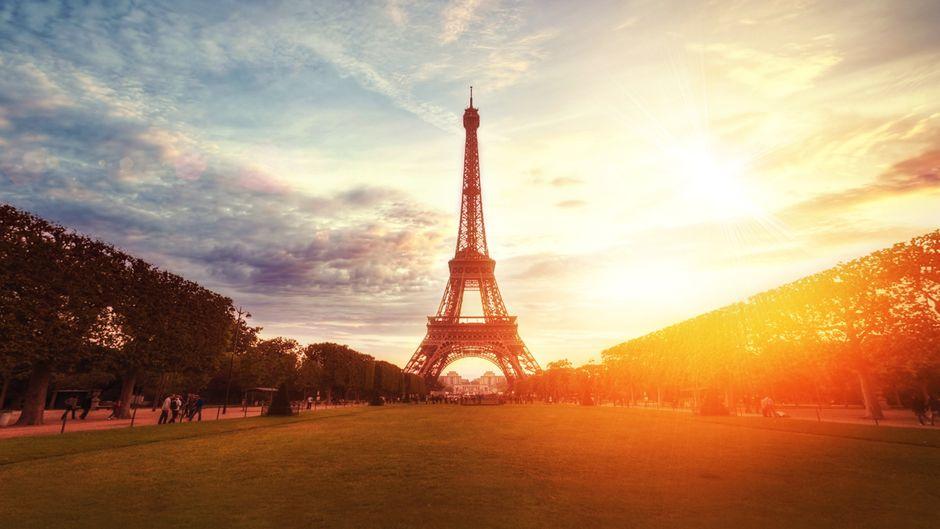 Der Eiffelturm in Paris soll eine neue Lackierung bekommen.