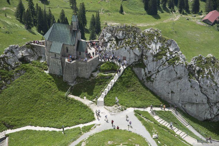 Die Wendelsteinkirche auf dem Wendelstein in den Bayerischen Alpen.