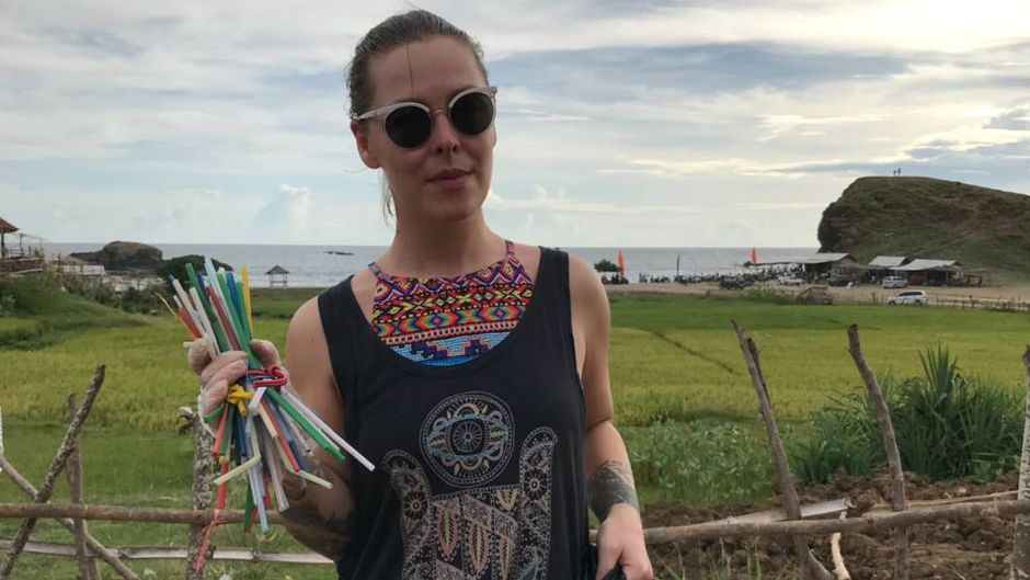 """Auf Lombok hat reisereporterin Leo beim """"5 Minutes Beach Clean-up"""" aufgeräumt."""
