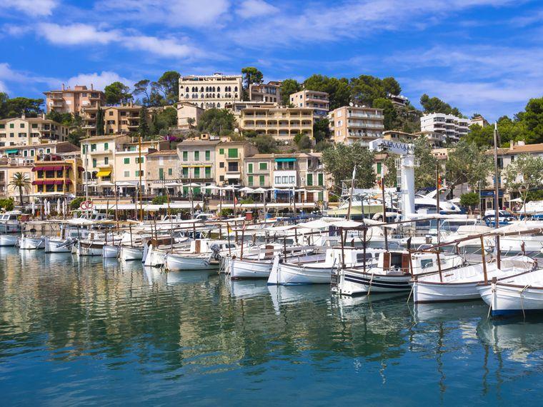 Das Hafengebiet von Port de Sóller lädt zu ausgiebigen Entdeckungsspaziergängen ein.