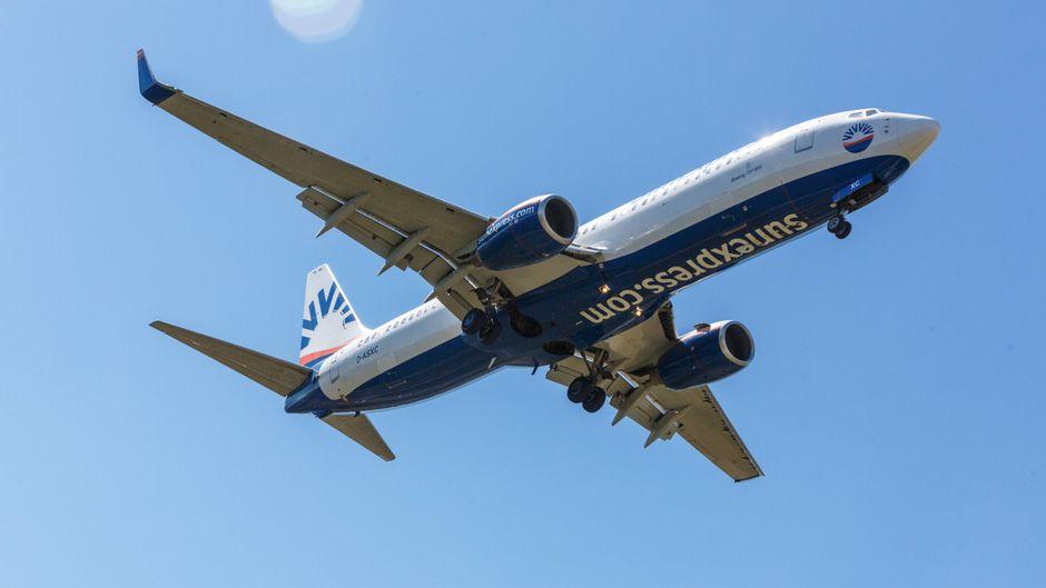 Ein Sun-Express-Flugzeug im Flug.