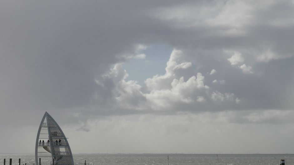 Wer braucht Dubai, wenn er Juist haben kann? Das Seezeichen am Hafen ist ein beliebtes Sightseeing-Ziel für Urlauber.