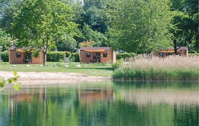 Malerisch am See gelegen, kommen Wassersportfans in den Lodges im Seepark voll auf ihre Kosten.
