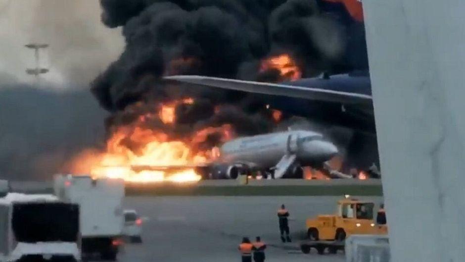 Das Heck der Aeroflot-Maschine stand komplett in Flammen.