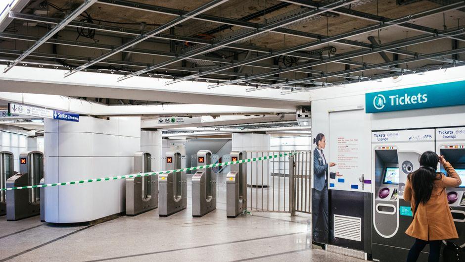 Für viele Frankreich-Urlauber und Einwohner seit fast einer Woche ein gewohnter Anblick: Gesperrte Bahnstationen aufgrund des anhaltenden Streiks.