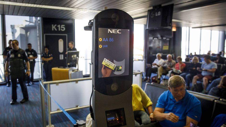 An einigen Flughäfen in den USA, wie hier in Chicago, kommen Gesichtsscanner bereits seit Längerem zum Einsatz.