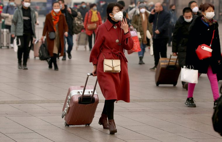 Menschen tragen Gesichtsmasken in China.