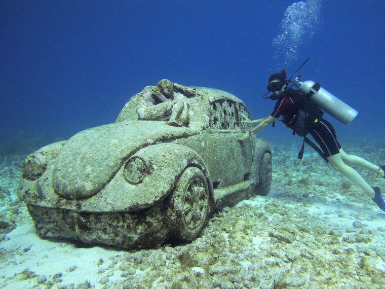 Tauchgang im MUSA Unterwassermuseum in Mexiko.