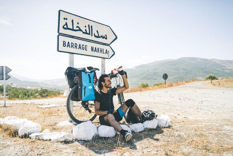 35 Tage und 4.200 Kilometer im Sattel: Ahmed Khelifi ist allein mit dem Fahrrad von Berlin nach Chefchaouen gefahren.