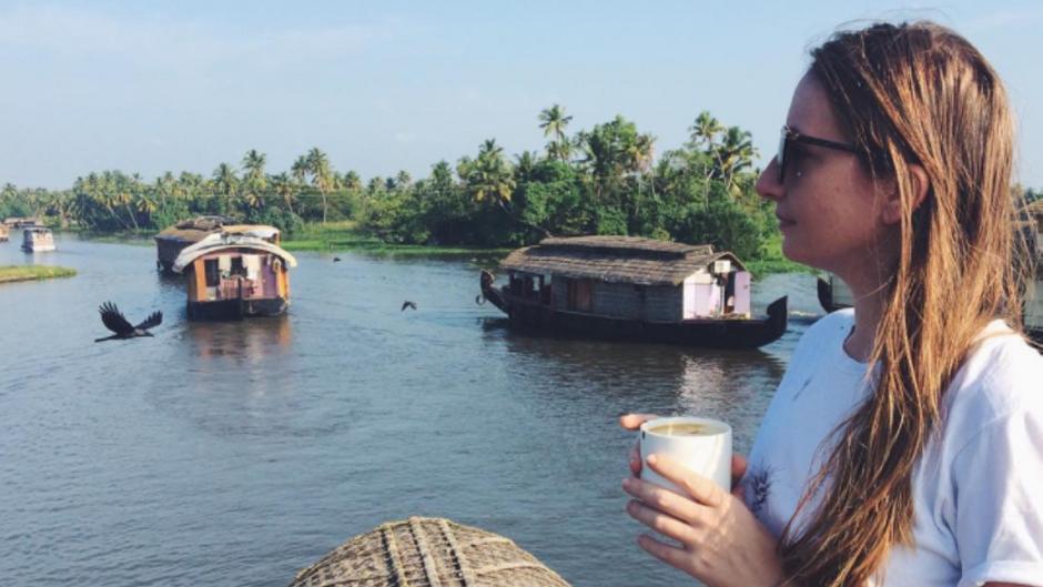 Anika Landsteiner in Kerala's Backwaters, Indien.
