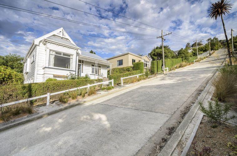Die Baldwin Street in Neuseeland ist die steilste Straße der Welt.
