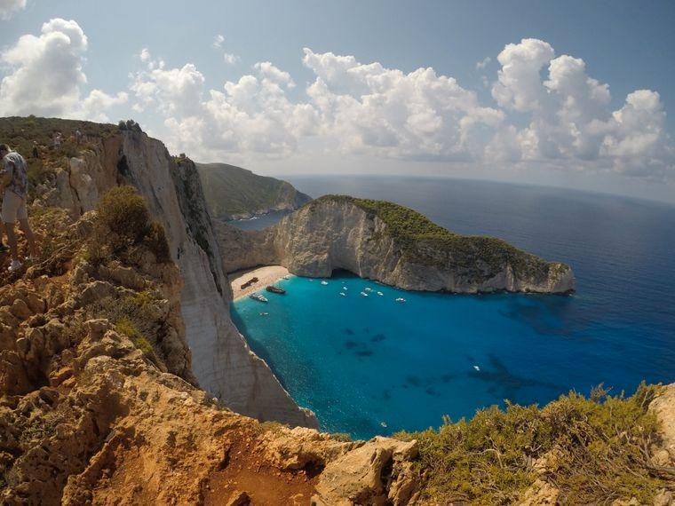 Der Strand Navagio auf der griechischen Insel Zakynthos.