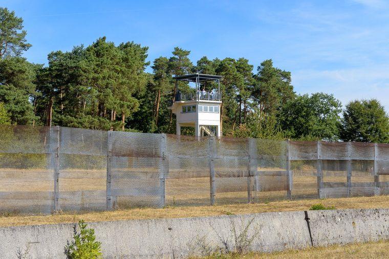 Zwischen Geisa in Thüringen und Rasdorf in Hessen mahnt heute die Gedenkstätte Point Alpha an die Zeit des Kalten Krieges.