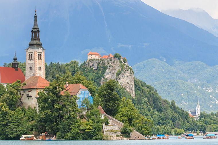 Bled in Slowenien verzaubert Besucherinnen und Besucher mit seiner mystischen Schönheit.