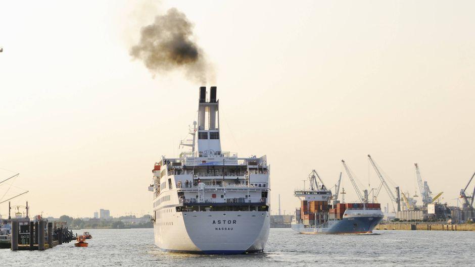 """Kreuzfahrtschiff """"MS Astor"""" bei den Cruise Days im Hamburger Hafen, Hamburg, Deutschland."""