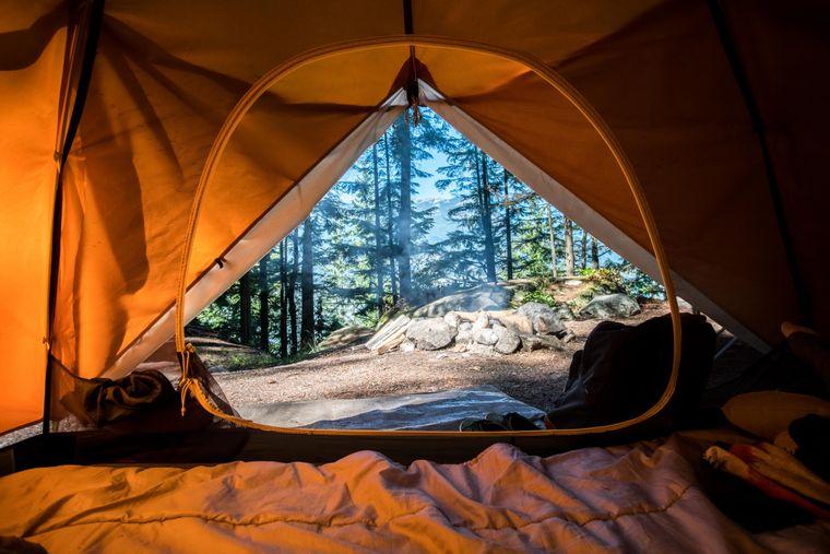 Wenn du in Italien dein Zelt in der Natur aufschlägst, um einen solchen Ausblick am Morgen zu genießen, machst du dich strafbar.