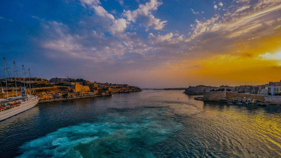 Die Bucht von Valetta bei Sonnenuntergang