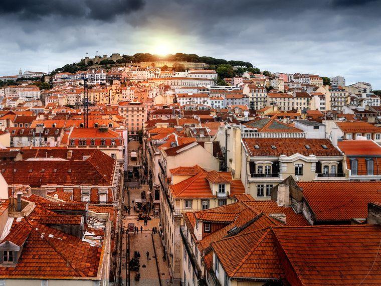 Platz 10: Lissabon. Bis zu acht Sonnenstunden gibt es im Oktober nicht überall, in der portugiesischen Hauptstadt aber schon. Beste Voraussetzungen, um die lebhafte Metropole an der Atlantikküste zu erkunden.