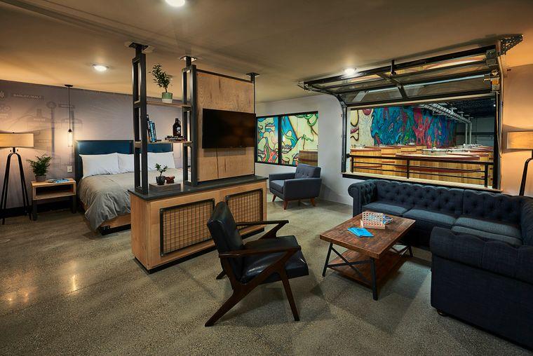 Zimmer im neu eröffneten Bierhotel DogHouse in Columbus, Ohio, USA.
