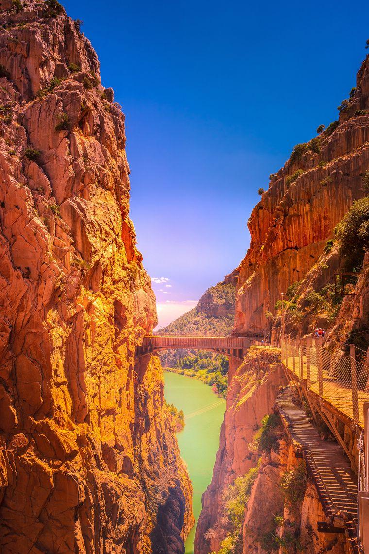 Caminito del Rey in Spanien – hier gibt es heute wieder einen sicheren Pfad und renovierte Hängebrücken über den Canyon.