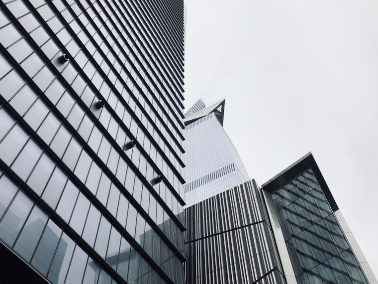 """New Yorks neue Aussichtsplattform """"The Edge"""" von unten."""