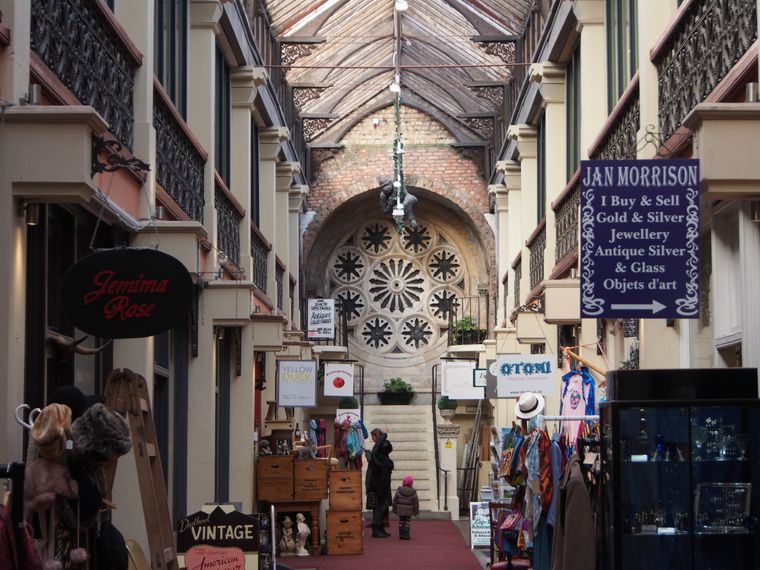 Shoppen in Bristol? In der Clifton Arcade gibt es 17 urige Shops, die handgemachte Kleidung und Vintage-Artikel verkaufen.