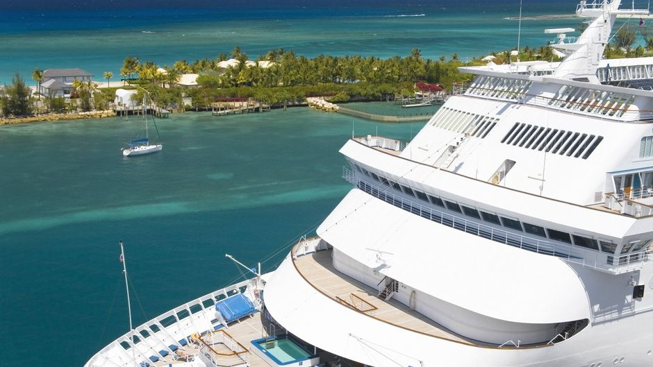 """Carnival Elation Cruise"" fährt in Nassau."