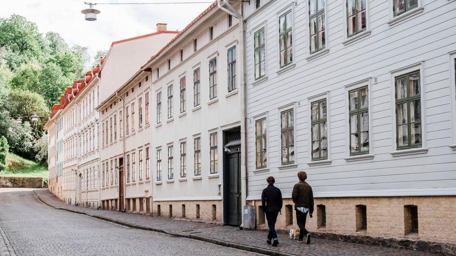 Zwei Männer laufen durch Göteborg. Für eine Reise in die Stadt gibt es 2021 gleich mehrere gute Gründe.